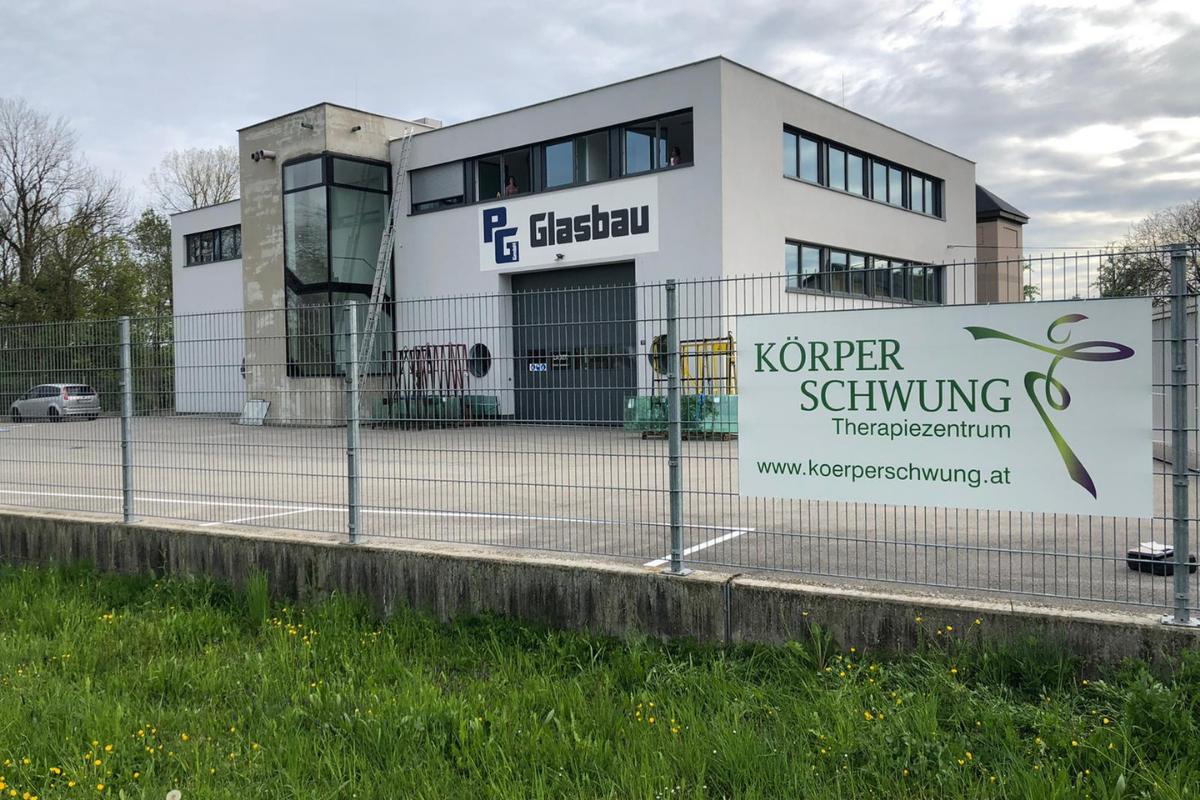 Unser Therapiezentrum befindet sich im 1. Stock von PG Glasbau in Aich 61, 4715 Taufkirchen an der Trattnach.